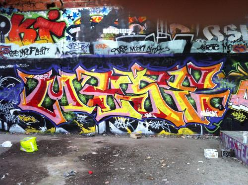 photo graffiti taverny 95